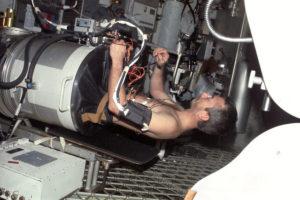 O.Garriott using the Pressure Measuring Device